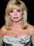 Loni Anderson busts hot cougar cleavage